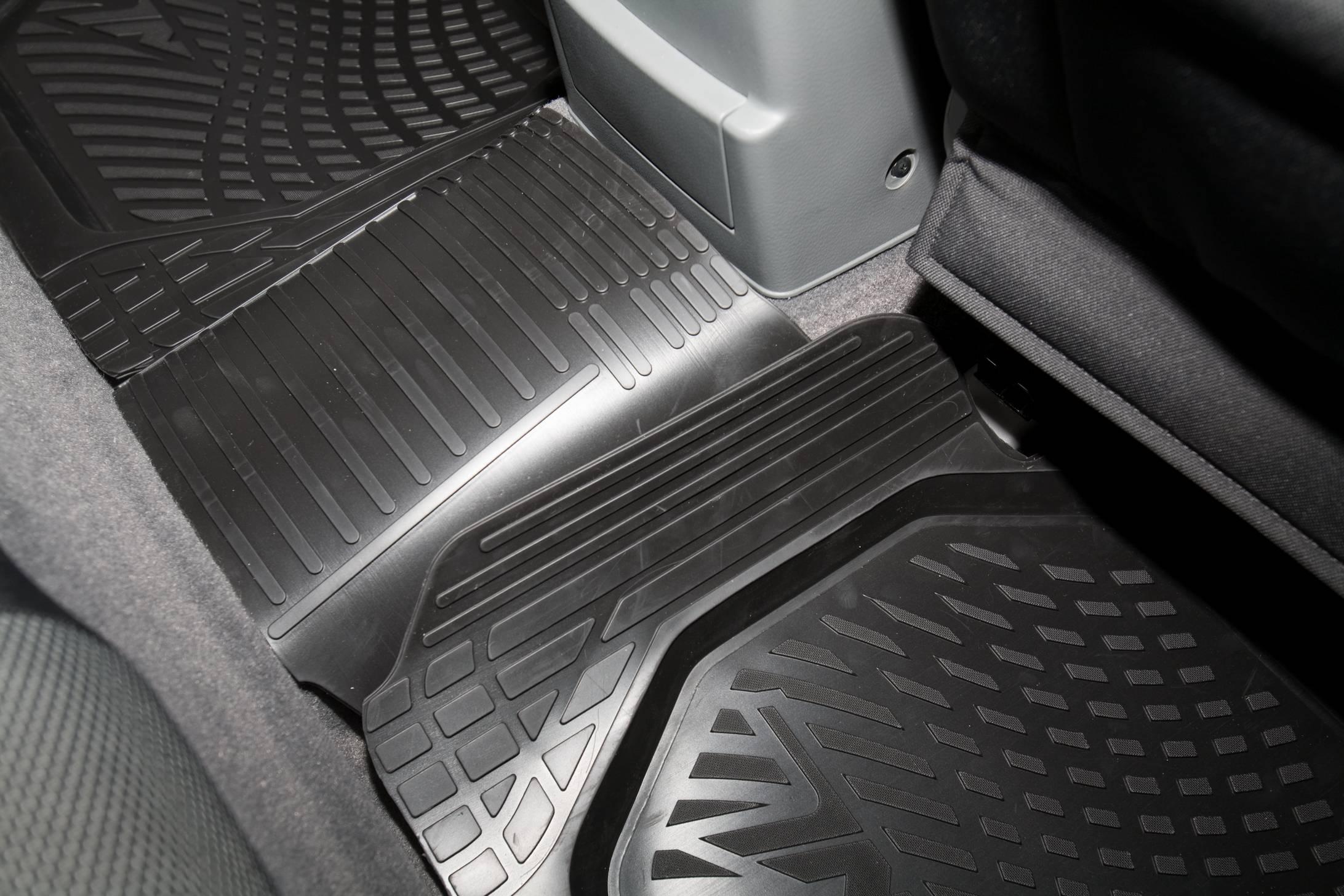 Пахнут коврики в машине что делать