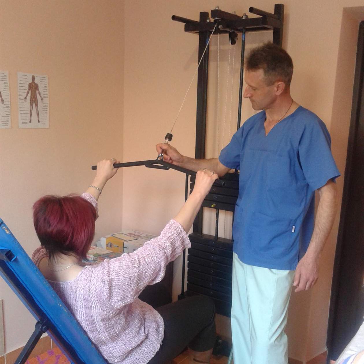 массажист-инструктор ЛФК,кинето, кинезитерапевт.