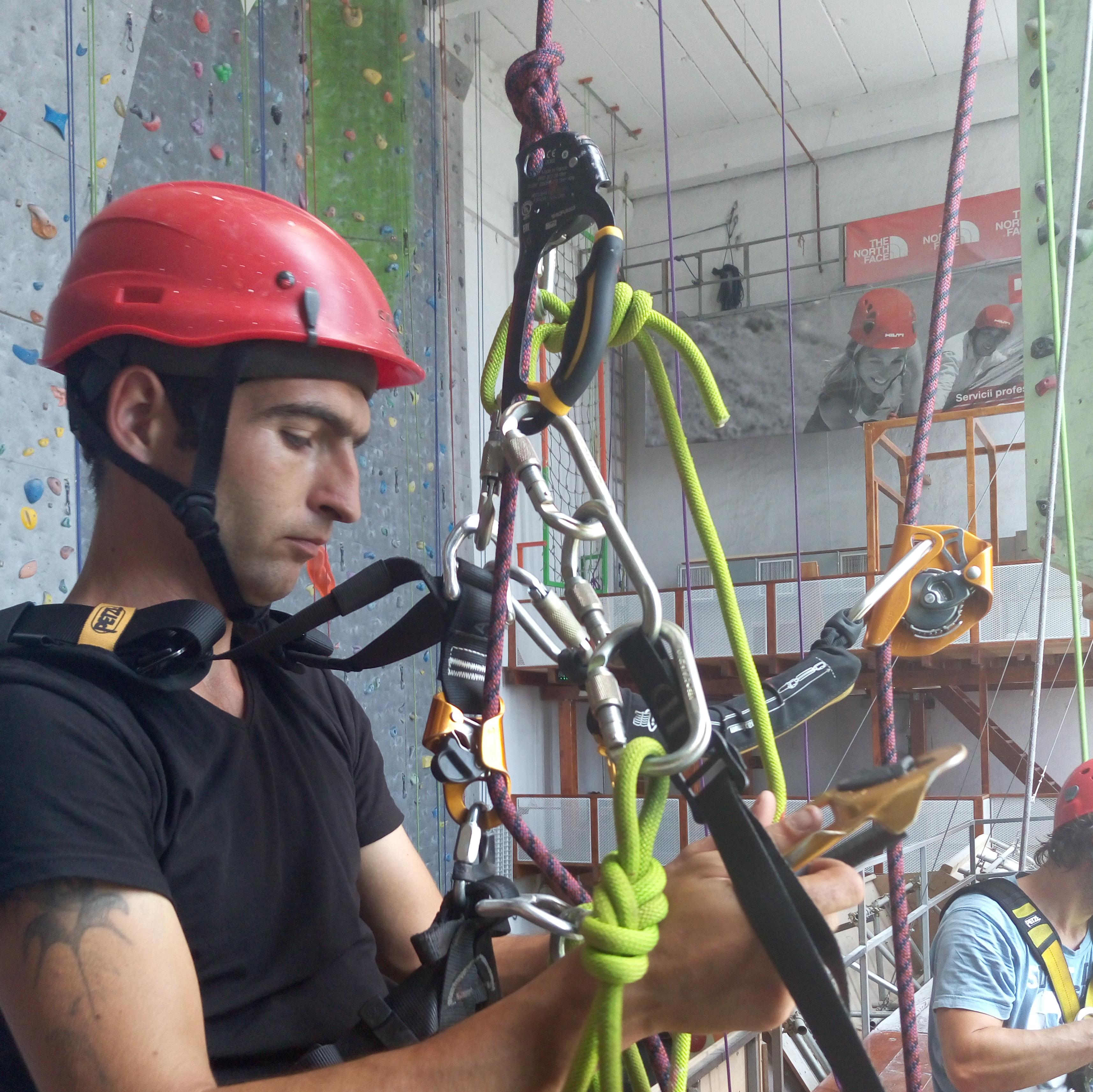 промышленый альпинист высотник