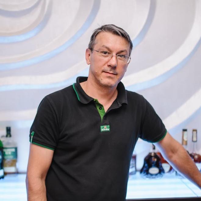 Bartender.,Бармен.