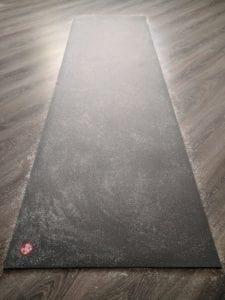 как ухаживать за ковриком для йоги
