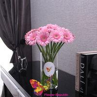 купить Букет из розовых Гербер в вазе в Кишинёве