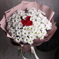 Букет из 3 роз и 11 хризантем