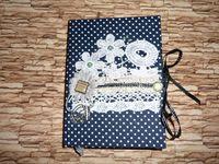 Дневник с белыми точками и кулоном
