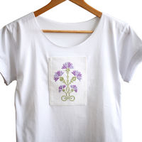Женская футболка с ручной вышивкой - Васильки