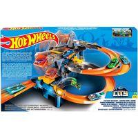 Mattel Hot Wheels Игровой набор Гонки на фабрике