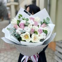 Воздушный букет с тюльпанами и розами