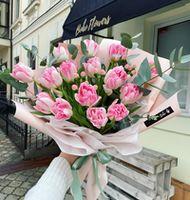 Букет из 15 пионовидных тюльпанов с гиперикумом