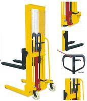 cumpără Stivuitor manual cu operare la înalţime, înălţimea maximă 1600 mm, 1t., 900x(200-580)mm în Chișinău