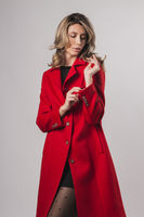 cumpără Palton de damă de culoarea roșie în Chișinău