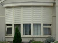 Rolete albe perforate pentru ferestre