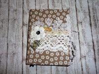 Бежевый дневник с белым цветком