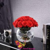 """купить Красные розы """"Ecuador"""" - в вазе """"Сфера"""" в Кишинёве"""