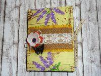 Желтый дневник с цветком