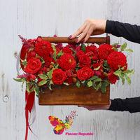 купить Насыщенный красный букет в деревянном ящичке в Кишинёве