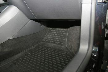 Volkswagen Tiguan 10/2007->, 4 шт. Коврики в салон.