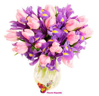 купить Букет из  ирисов и розовых тюльпанов в Кишинёве