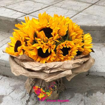 купить Яркий солнечный монобукет из подсолнухов в Кишинёве