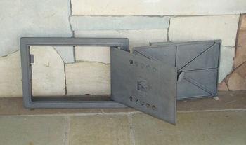 Дверца чугунная глухая правая со вставкой LD