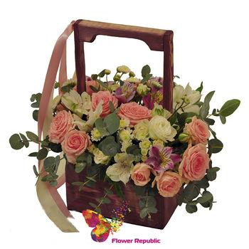 купить Кремовые цветы в деревянном ящике в Кишинёве