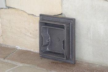 Дверца чугунная глухая инспекционная DKR1