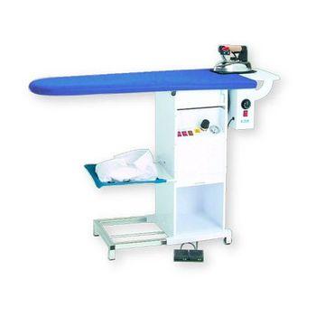 Утюжильный стол Bieffe консольного типа с подогревом, вакуумным отсосом, встроенным парогенератором и утюгом 3.5 l