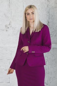 купить Костюм женский фиолетовый (Жакет+Юбка) в Кишинёве