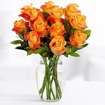 купить Букет из 11 роз в вазе в Кишинёве