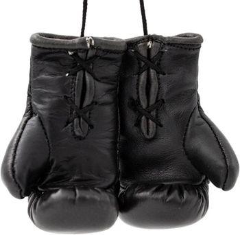 Мини-боксерскими перчатками