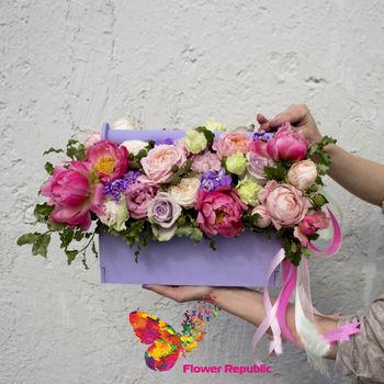 купить Стильный деревянный ящичек, наполненный цветами в розово-лавандовой цветовой гамме в Кишинёве