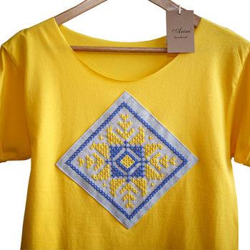 купить Женская футболка с ручной вышивкой - Снежинка в Кишинёве