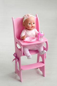купить Деревянный Столик для кормления с мягким сидением для кукол в Кишинёве