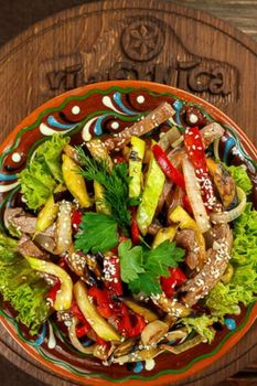 Теплый салат «Етника»