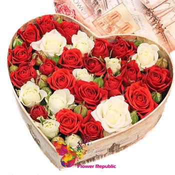"""купить Букет """"Кустовая роза"""" в mini-коробке в форме сердца в Кишинёве"""