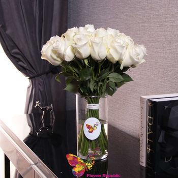 купить Белые розы в вазе в Кишинёве