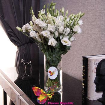 купить Букет из белой эустомы в вазе в Кишинёве