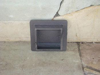 Дверца чугунная глухая инспекционная правая DKR2