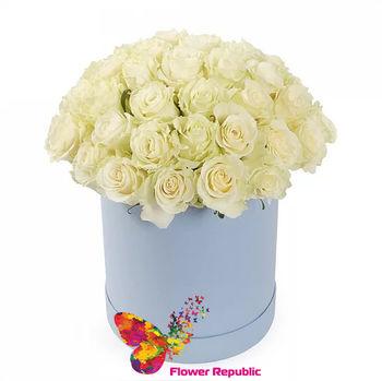 купить Белые розы Ecuador  в бирюзовой шляпной коробке в Кишинёве
