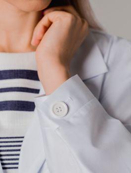 Halate albe pentru lucrători medicali
