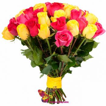 купить Букет-микс 51 розовых и желтых розы Ecuador 70-80 см в Кишинёве