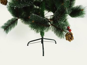 купить Новогодняя елка, GLOBAL CHRISTMAS, 1.50м, Шишки и Ягоды, Заснеженная, 140 веток в Кишинёве