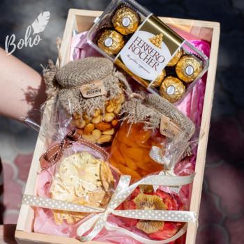 Подарочный набор с медом, конфетами и сухофруктами