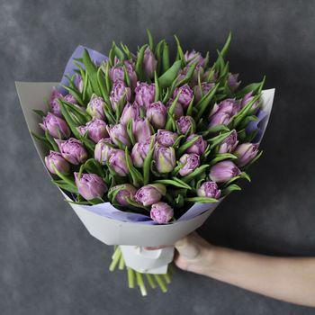 Букет из 49 пионовидных тюльпанов
