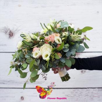 купить Стильный ассиметричный букет невесты в Кишинёве