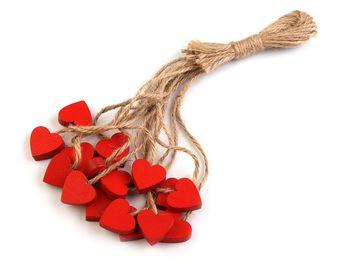 Inimioară din lemn cu șnur
