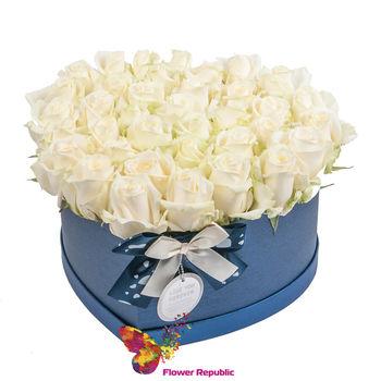 """купить Белые розы """"Ecuador""""  в коробке в форме сердца в Кишинёве"""