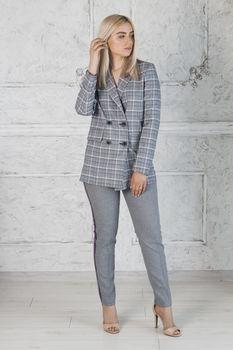 cumpără Costum de damă ( jachetă + pantaloni ) în Chișinău