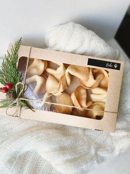 Печенья с предсказаниями в коробочке