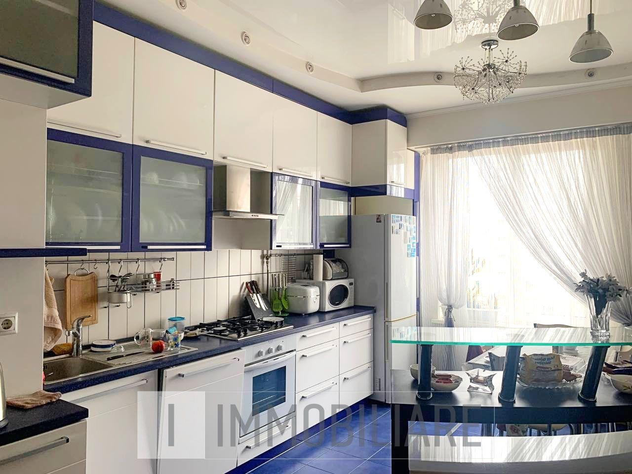 Apartament cu 2 camere+living, sect. Centru, str. Petru Rareș.