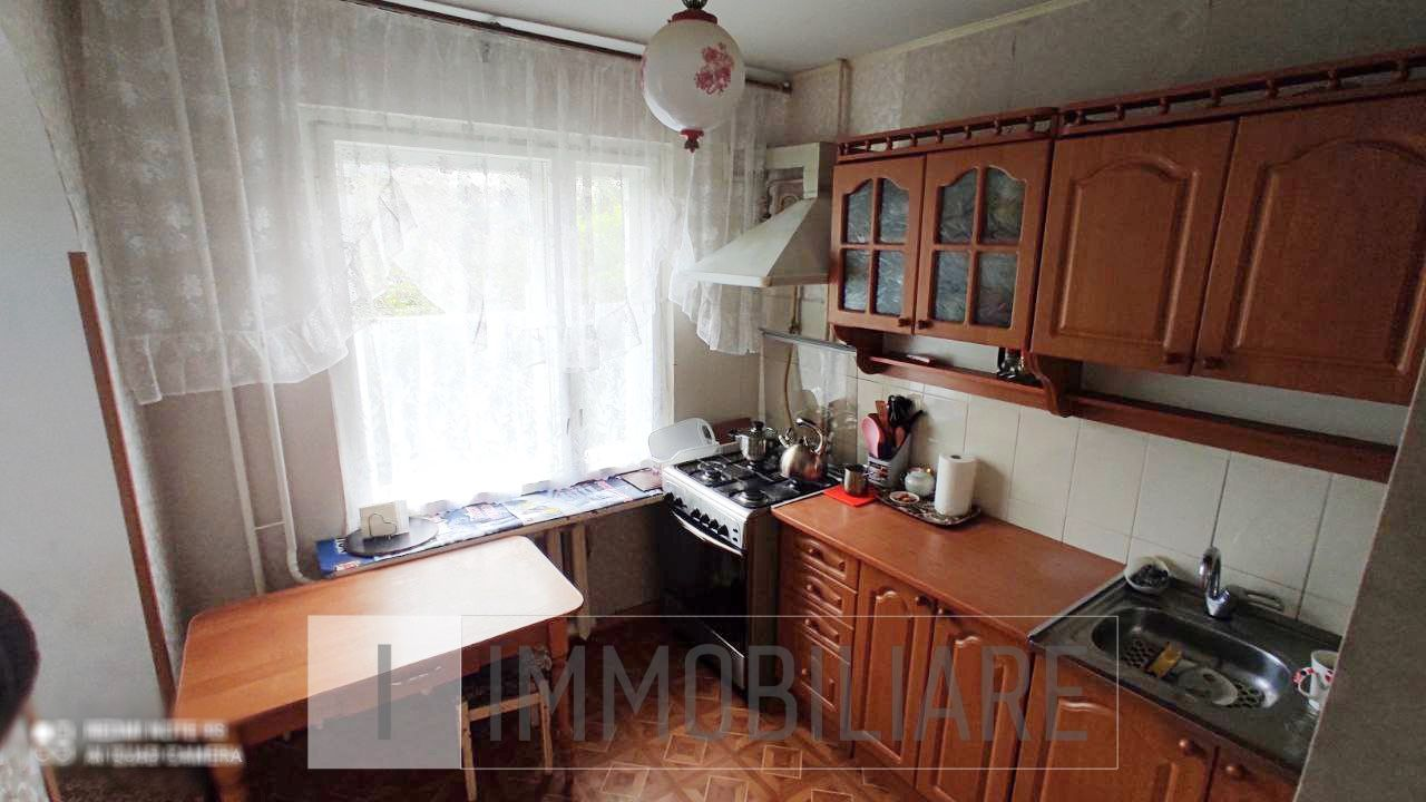 Apartament cu 3 camere, sect. Ciocana, str. Petru Zadnipru.